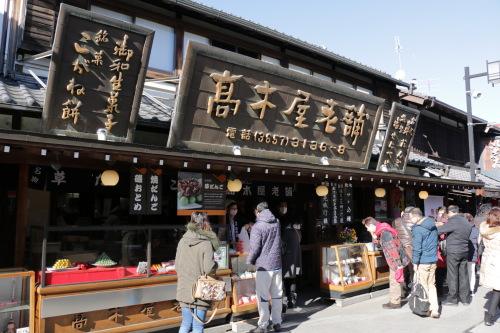 100年以上続く伝統のビーガン和菓子!草だんごの「高木屋老舗」【柴又】