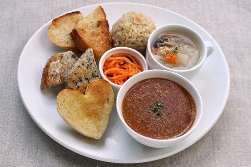 可在此享用天然酵母麵包以及適合與麵包一起品嚐的餐點!Cafe Mugiwarai【三之輪】