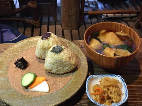 天然飲食 根津之谷 〜1978年開業,於東京下町受到喜愛的天然食品店及糙米蔬食餐廳〜