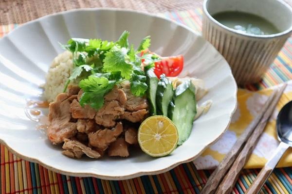 そのまま使える「クイックソイ」で炊飯器で簡単に作る海南鶏飯をヴィーガンに!~世界を旅するヴィーガンレシピ